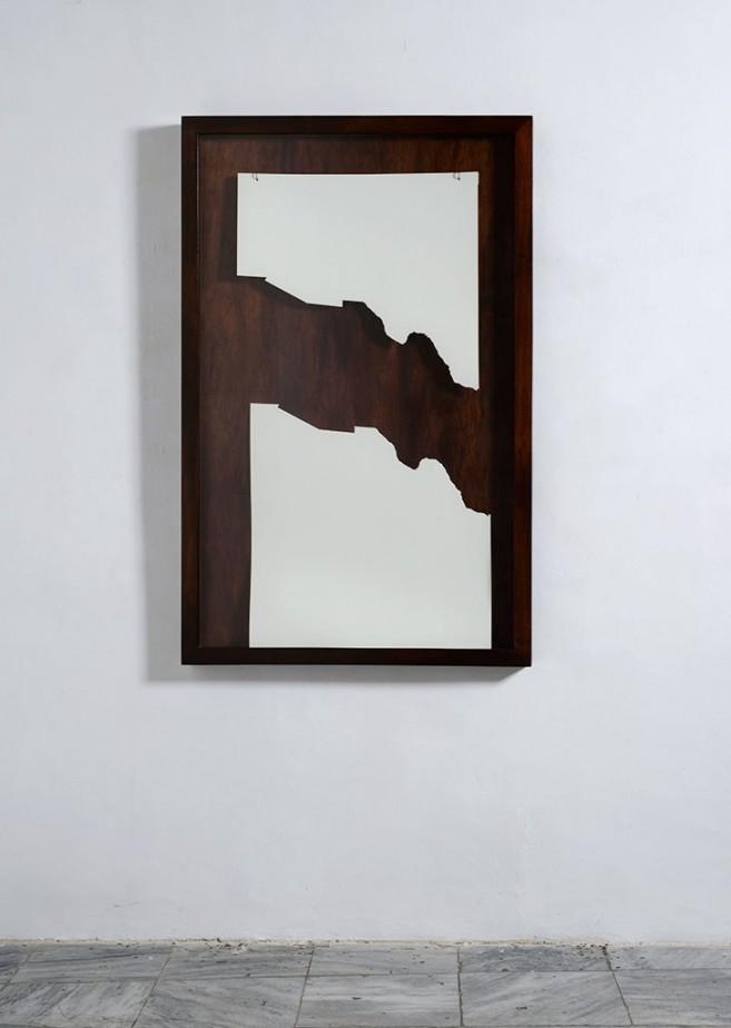 Ablación, 2016. Papel cortado, cristal y caja de madera. 154 x 100 x 8 cm