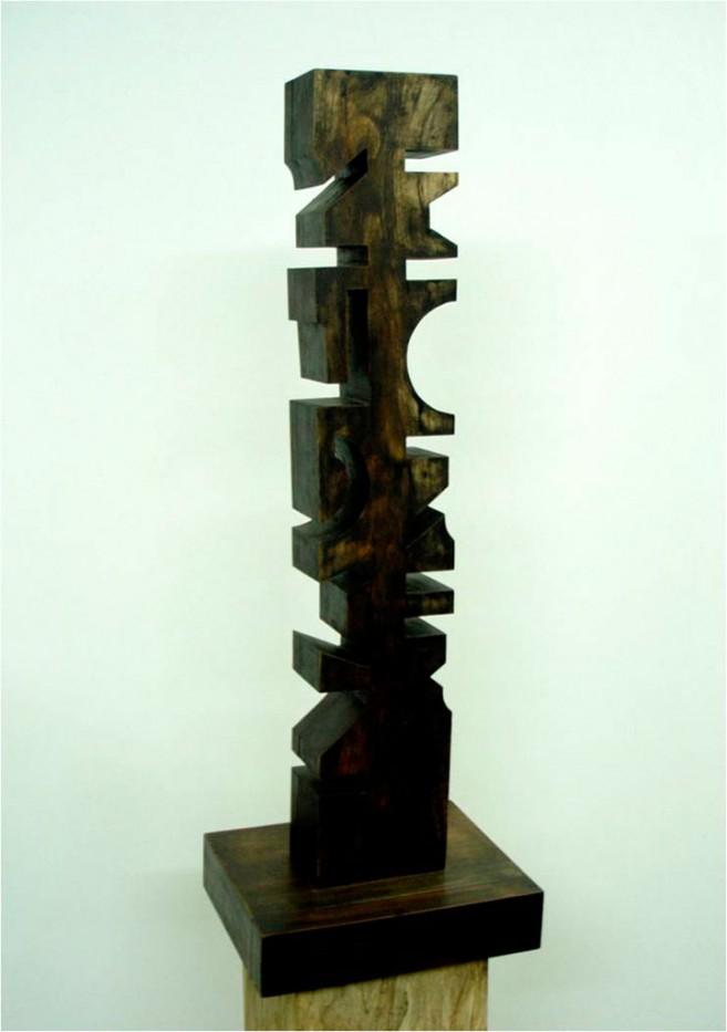 Between, 2005 / Madera patinada / 60 x 30 x 25 cm