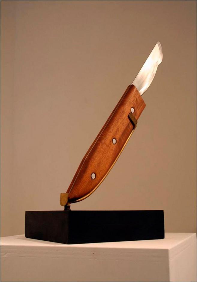 Boomerang, 2006 / Madera y acero inoxidable / 44 x 35 x 19 cm