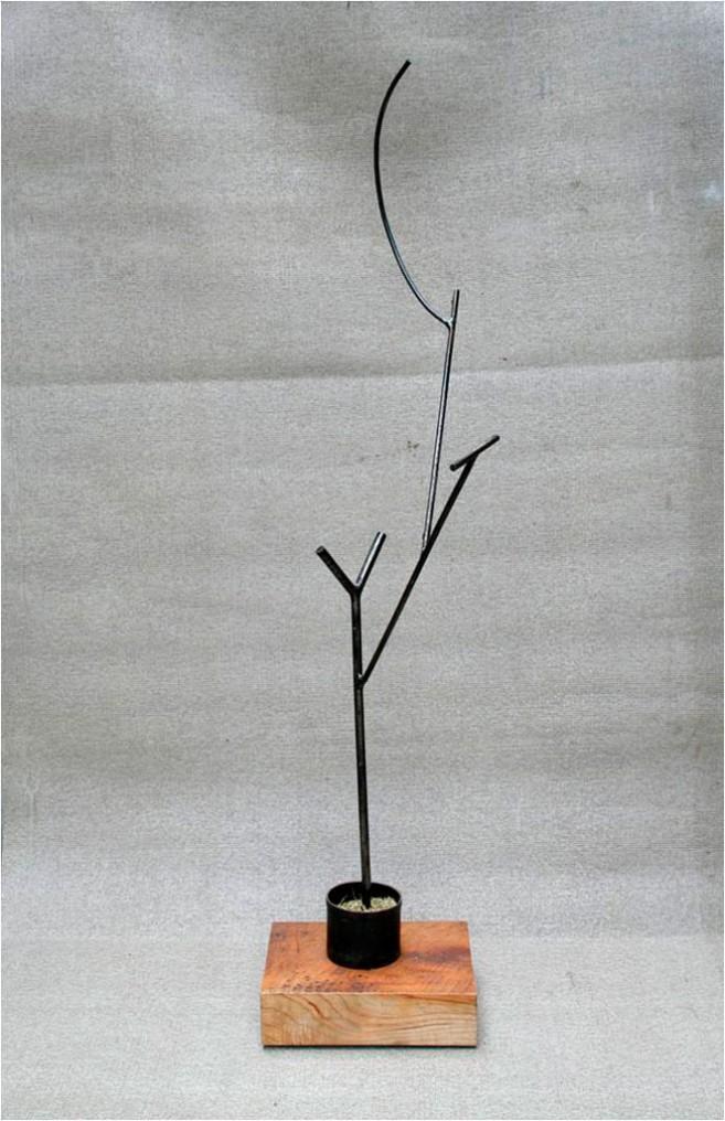 Growing, 2006 / Acero y madera / 195 x 50 x 50 cm