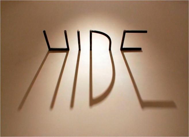 La sombra es una luz que se esconde, 2006 / Acero e iluminación / Dimensiones variables