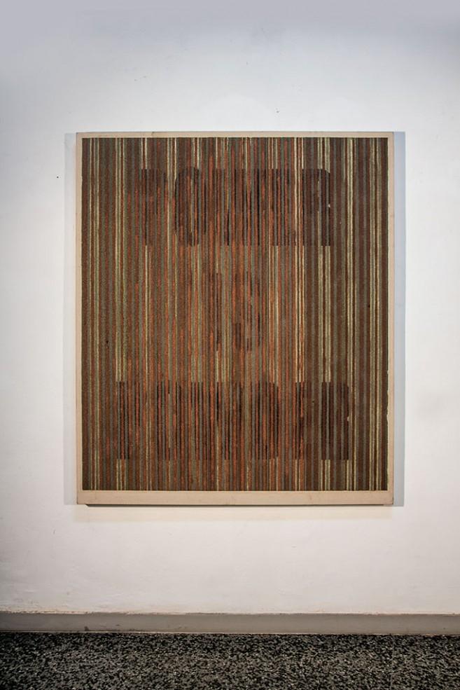 Power is Powder, 2014. Polvo de monedas y óleo sobre tela. 180 x 150 x 7 cm