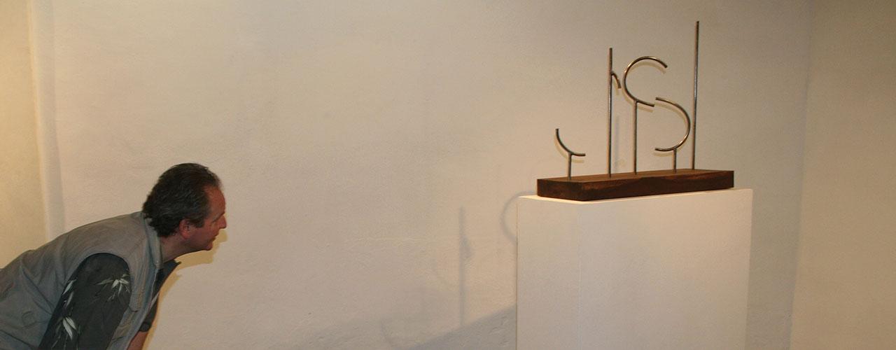 Punto de Vista, 2006 / Acero y madera / 70,5 x 26,5 x 85 cm. Edición: 2/3
