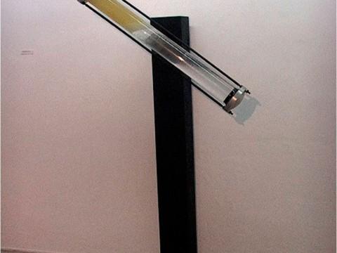 Armonía de Contrarios, 2001 / Metal, madera, tubo de cristal, agua, aceite industrial y motor eléctrico / 170 x 102 x 33 cm