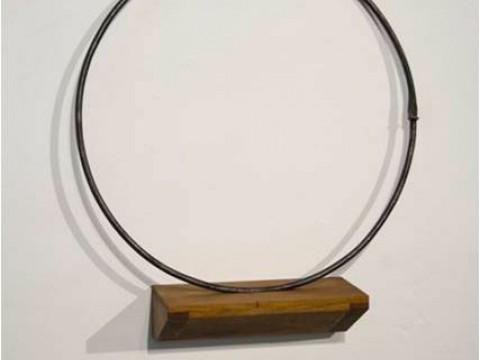 Accioma / Acero y madera / 58,5 x 51,5 x 14 cm