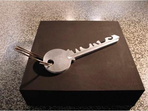 La llave de todas las cosas / Aluminio y acero / 93 x 27 x 3,5 cm