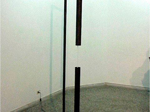 Fluvial, 2001 / Metal, agua y motor eléctrico / 235 x 55 x 55 cm