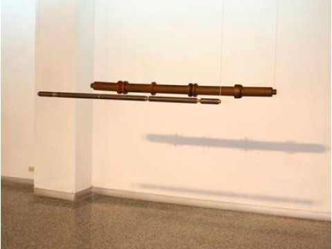 Éxtasis / Acero y madera / 118,5 x diam.3,2 cm - 148 x diam. 10,6 cm