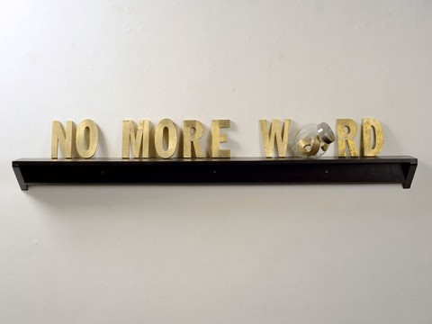 No more Words, 2014. Bronce y madera. Dimensiones variables