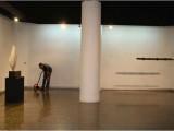 La Extensión de la Palabra, 2006 (detalles) / Metal y plástico / 95 x 18 x 85 cm.